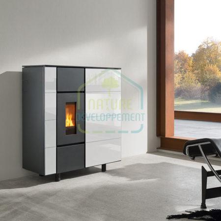Poêle à granulés de bois 6kW Air+ ixbase de Wodtke habillage en verre blanc